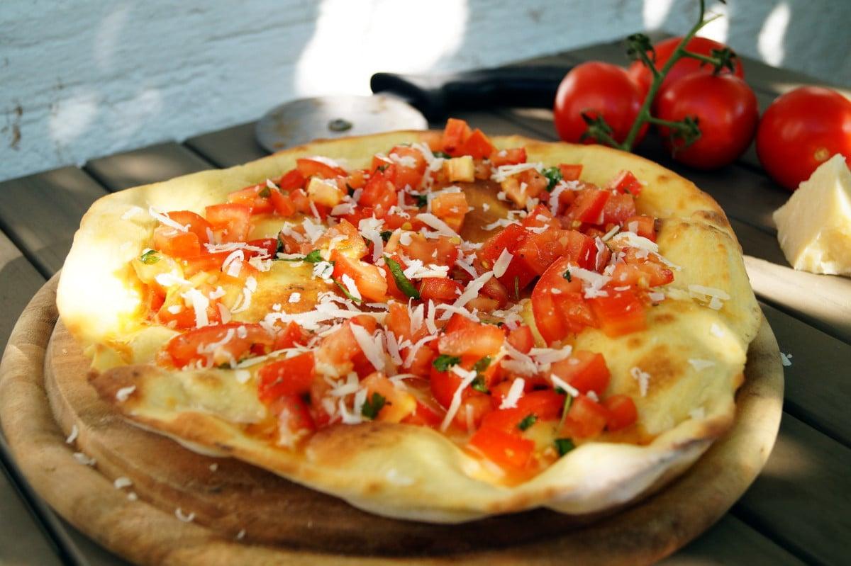 pizzabrot mit frischen tomaten cooking italy. Black Bedroom Furniture Sets. Home Design Ideas