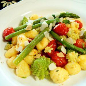 Gnocchi asparagi pomodorini e romanesco