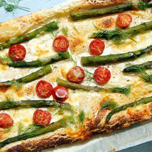 Pasta sfoglia con asparagi e pomodorini