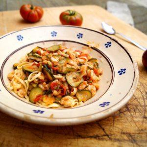 Gamberetti con zucchine e pomodorini