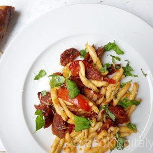 Pasta Salsiccia e peperoncino - Nudeln mit scharfer Salami