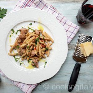 Maccheroncini mit Salsiccia und Kastanien