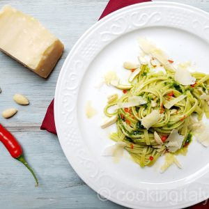Linguine mit Spinat Pesto und Mandeln