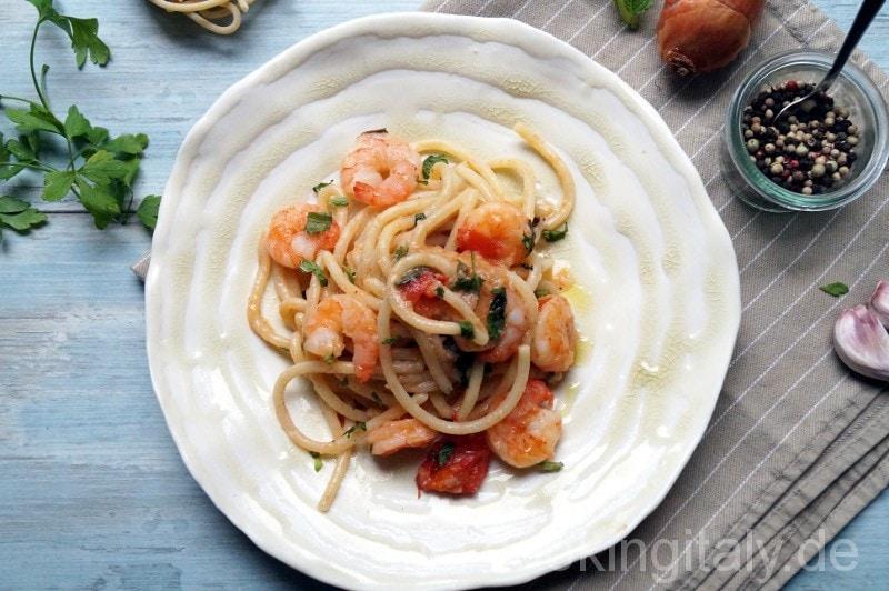 Spaghetti con scampi e menta
