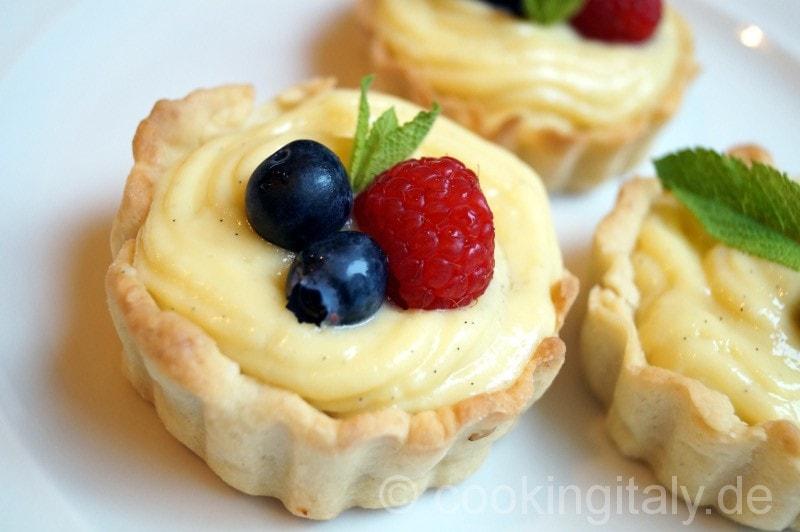 Cestini alla crema e frutta