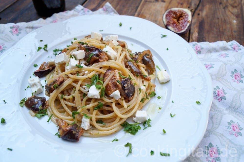 Spaghetti mit Feigen und Ziegenkäse